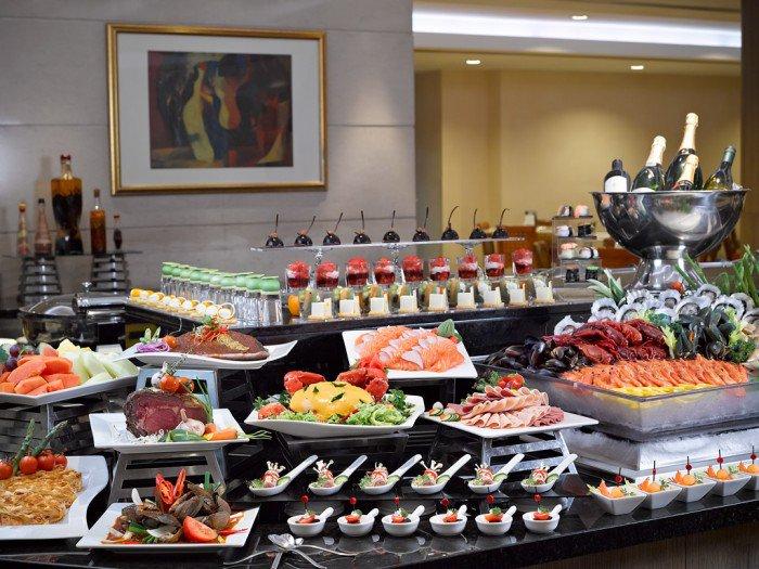 Seafood-Galore-at-Cafe-Mosaic-LR-700x525