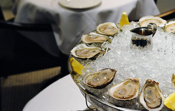 lukes-oyster-bar-oysters